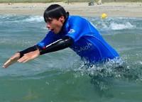 Gabriel faisant du dolphin - sauveteur